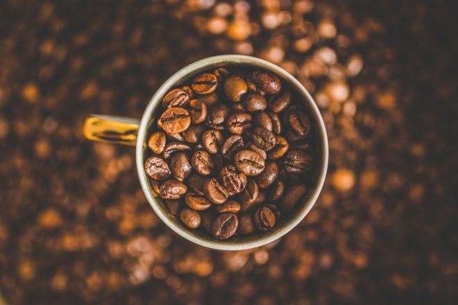 чашка с кофейным зерном
