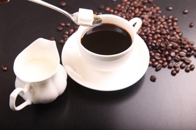 Чашка кофе и сахар